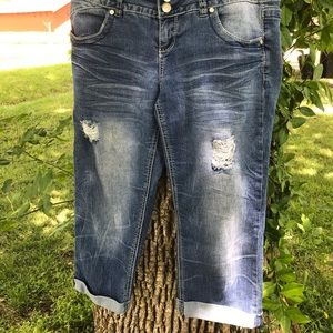 Cute distressed Absolutely Famous capris